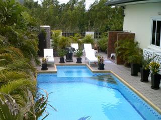 LUXURY TROPICAL SALT WATER POOL/SPA VILLA - Hua Hin vacation rentals