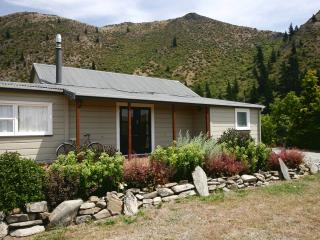 THE OLD POSTHOUSE & HAKA COTTAGE. - Kurow vacation rentals