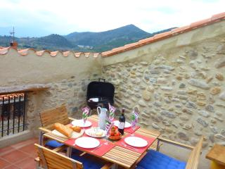 Casa Oreneta, traditional house, views and wifi - Rodes vacation rentals