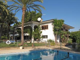 Spacious 6 bedroom Paterna Villa with Internet Access - Paterna vacation rentals
