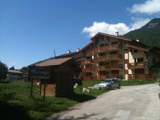 Lovely 1 bedroom Condo in Bozel - Bozel vacation rentals