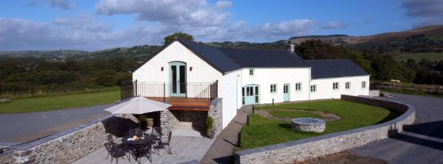 Newly converted eco barn with spectacular views - Image 1 - Lampeter - rentals