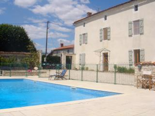 Les Hirondelles Charming detached private house - Chef-Boutonne vacation rentals