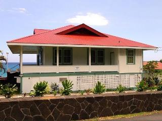 Lovely Cottage with Deck and Internet Access - Captain Cook vacation rentals