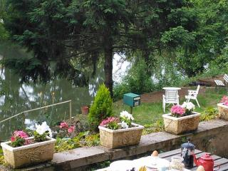 Riverfront Studio 20 mins Rodez Airport, Figeac - Rodez vacation rentals