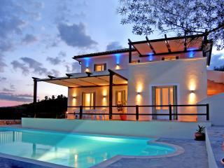 Bright 4 bedroom Villa in Steni Vala - Steni Vala vacation rentals