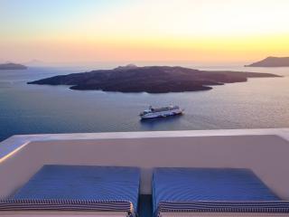 Private villa with views of the caldera and pool - Fira vacation rentals