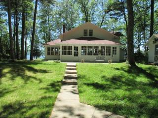 Historic Platte Lake House near sleeping bear dune - Honor vacation rentals