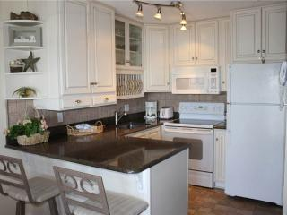 Romantic 1 bedroom Condo in Miramar Beach with Deck - Miramar Beach vacation rentals