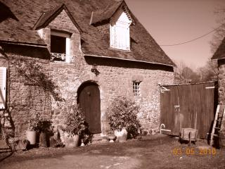 2 bedroom Farmhouse Barn with Internet Access in Carelles - Carelles vacation rentals