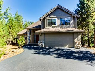 Great deck w/ private hot tub, dog-friendly! - Sunriver vacation rentals