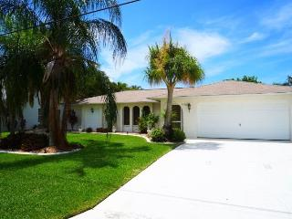 Happy Days - SE Cape Coral, 3b/2ba Pool Home, Gulf Access, Solar heated Pool, Boat Dock w.Lift, - Cape Coral vacation rentals