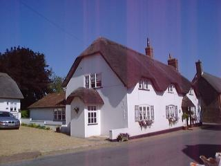 Nice 1 bedroom Okeford Fitzpaine Cottage with Internet Access - Okeford Fitzpaine vacation rentals