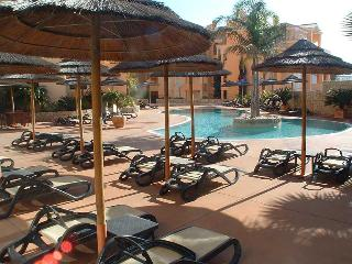 Estrela da Luz. Apartment A. walk to the beach ! - Luz vacation rentals