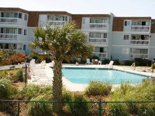 Cozy 2 bedroom Atlantic Beach Apartment with Shared Outdoor Pool - Atlantic Beach vacation rentals