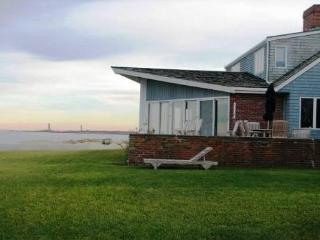 Spindrift: Direct waterfront, central air, and 0.8 miles to the beach - Rockport vacation rentals