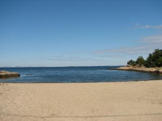 Annie's Place: Sweet cottage just 0.2 miles to Plum Cove Beach - Gloucester vacation rentals