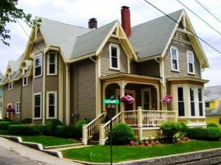 Victorian House: Explore Rocky Neck's art galleries & restaurants - Gloucester vacation rentals
