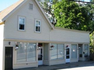 Griffin's Getaway: Sweet 2 bedroom apartment with views of Ipswich Bay! - Gloucester vacation rentals