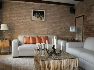 Bright 2 bedroom Condo in City of Venice - City of Venice vacation rentals