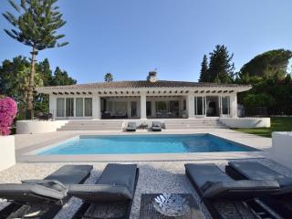 Bright Villa with Balcony and A/C - Marbella vacation rentals