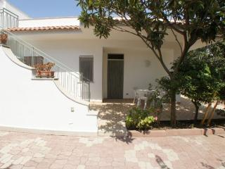 Bright 2 bedroom Villa in Trappeto - Trappeto vacation rentals