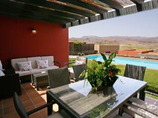 Comfortable 2 bedroom Villa in Maspalomas with Internet Access - Maspalomas vacation rentals