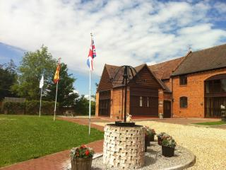 Lovely 2 bedroom Stratford-upon-Avon Barn with Internet Access - Stratford-upon-Avon vacation rentals
