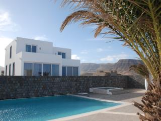 Bright 2 bedroom Villa in Calhau with Microwave - Calhau vacation rentals