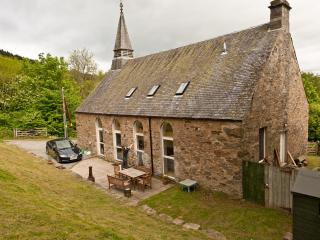 Bright 4 bedroom Converted chapel in Dalguise with Swing Set - Dalguise vacation rentals