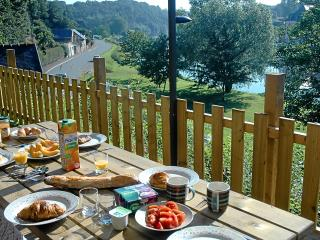 Riverside Cottage - sleeps 2 to 6 people - Pontrieux vacation rentals