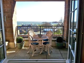 Lovely 3 bedroom North Berwick Apartment with Internet Access - North Berwick vacation rentals