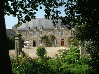 Lovely 6 bedroom Manor house in Pontrieux with Internet Access - Pontrieux vacation rentals