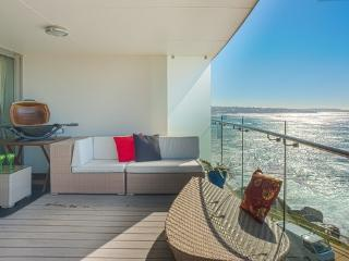 Oceanfront Penthouse - Watch whales and dolphins - Coogee vacation rentals