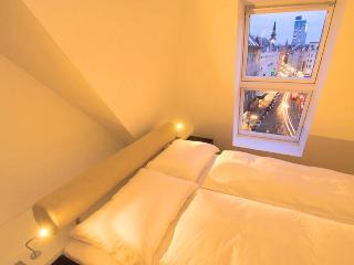 STYLED & SERVICED JUNIOR 1 BEDROOM APARTMENT - Vienna vacation rentals