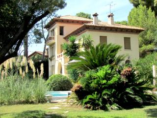 Villa Rusticana: Cap d'Antibes holiday home with sea view, private terrace and pool - Antibes vacation rentals