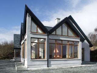 Bright 4 bedroom Westport Cottage with Game Room - Westport vacation rentals