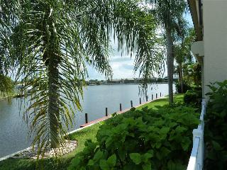 Furnished 2 Bed 2 Bath Condo on Lake Louise - Cape Coral vacation rentals