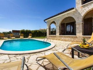 Comfortable 3 bedroom Villa in Porec - Porec vacation rentals