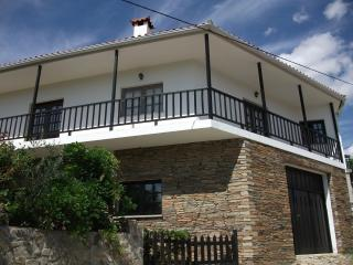 Beautiful 3 bedroom House in Murca with Dishwasher - Murca vacation rentals