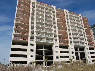 Beautiful DIRECT oceanfront condo sleeps a total of 8 - North Myrtle Beach vacation rentals