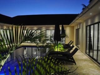 Bright 3 bedroom Galu Villa with Internet Access - Galu vacation rentals