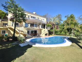Spacious 7 bedroom Villa in Marbella with Private Outdoor Pool - Marbella vacation rentals