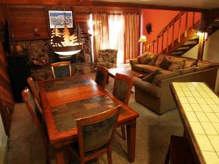 2 bedroom + loft/3, Convienent location in Town, On Shuttle Route, Sleeps 8 - Mammoth Lakes vacation rentals