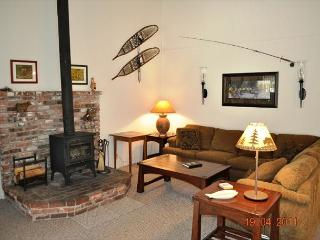 Beautiful 3 Bed/2 Bath, Centrally Located in Town - Mammoth Lakes vacation rentals