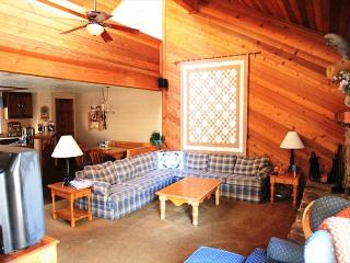 2 Bed + Loft/3 Bath, Centrally Located in Town, Walk to Shopping and Grocery - Mammoth Lakes vacation rentals