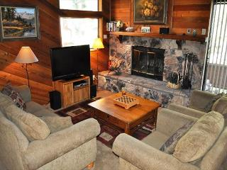 2 Bed + Loft/3 Bath, Golf Course, Shuttle Route, Great Location + Internet - Mammoth Lakes vacation rentals