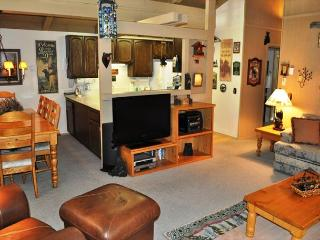 3 Bed/2 Bath Townhome, Internet Included, Excellent Complex, On Shuttle Route - Mammoth Lakes vacation rentals
