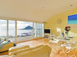 Romantic 1 bedroom Marazion Cottage with Internet Access - Marazion vacation rentals