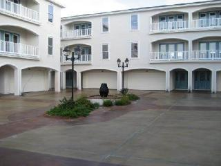 Comfortable Condo with Dishwasher and A/C - Chapman Ranch vacation rentals
